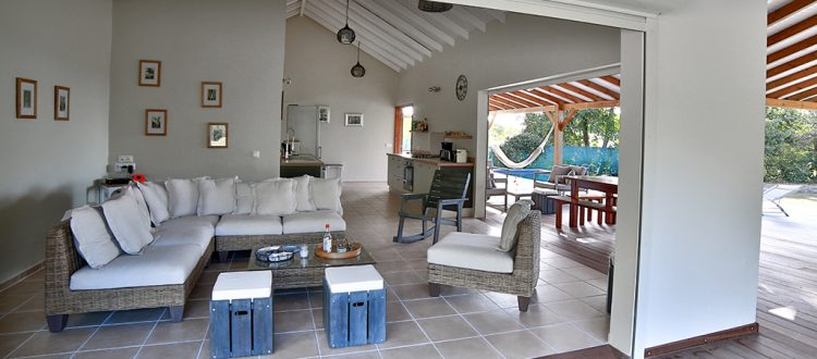 Salon confortable, villa Jacaranda- Location Villa à Marie Galante