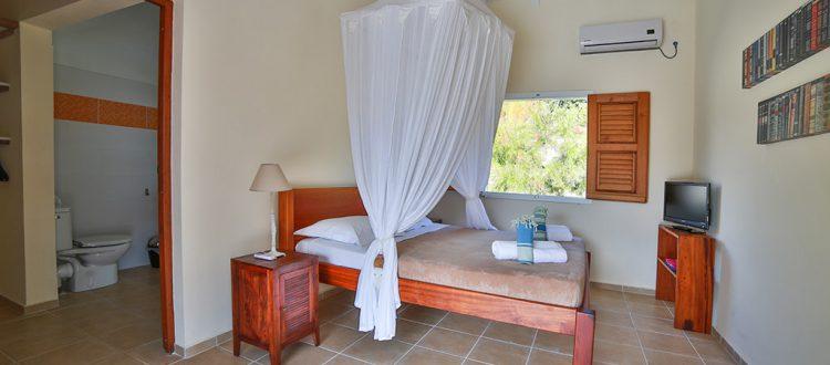 Chambre spacieuse avec lit confortable de la villa Coccoloba - Location Villa à Marie Galante